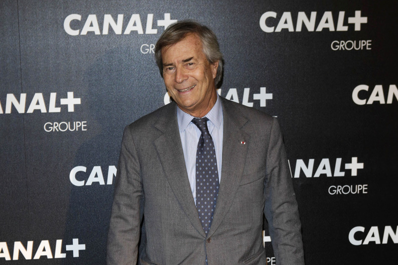 French industrialist, corporate raider and businessman Vincent Bollore, head of conglomerate Vivendi that owns channel Canal +, arrives for the gala evening party organised by the French television Groupe Canal + in Paris, on February 3, 2016. / AFP / Geoffroy Van der Hasselt