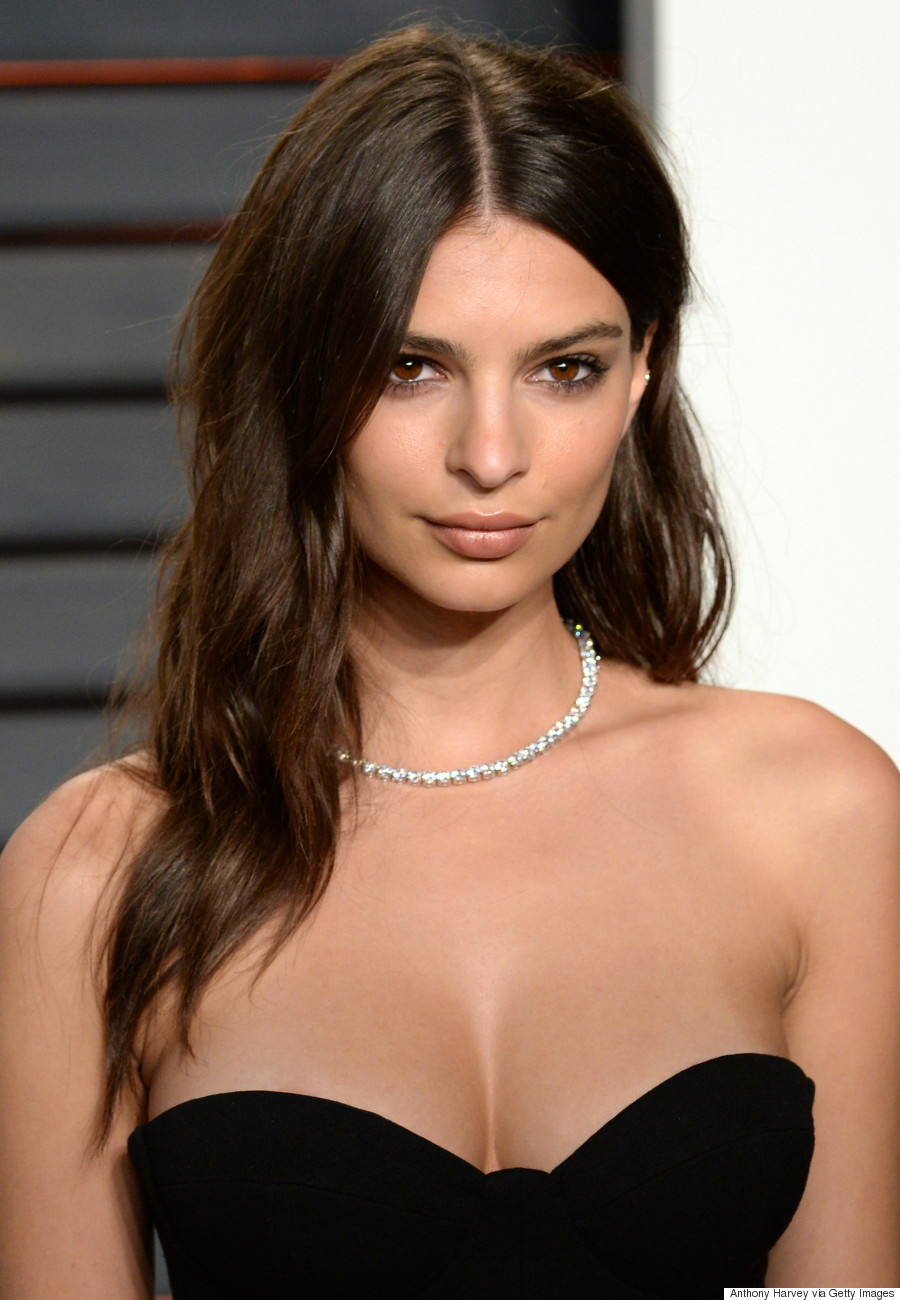 BEVERLY HILLS, CA - FEBRUARY 28: Emily Ratajkowski attends the 2016 Vanity Fair Oscar Party hosted By Graydon Carter at Wallis Annenberg Center for the Performing Arts on February 28, 2016 in Beverly Hills, California. (Photo by Anthony Harvey/Getty Images)