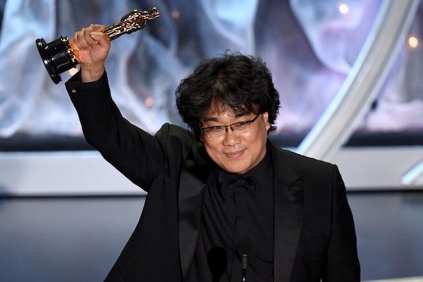 Questa immagine ha l'attributo alt vuoto; il nome del file è Bong-Joon-Ho-Oscars.jpg