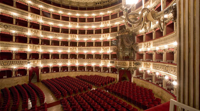 Questa immagine ha l'attributo alt vuoto; il nome del file è teatri.jpg