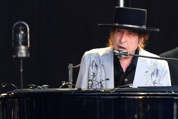 Questa immagine ha l'attributo alt vuoto; il nome del file è Bob-Dylan.jpg