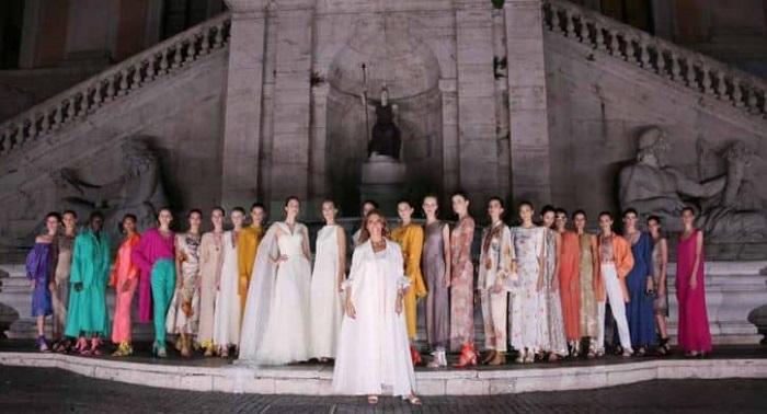 Questa immagine ha l'attributo alt vuoto; il nome del file è Laura-Biagiotti-fashion-Show.jpg
